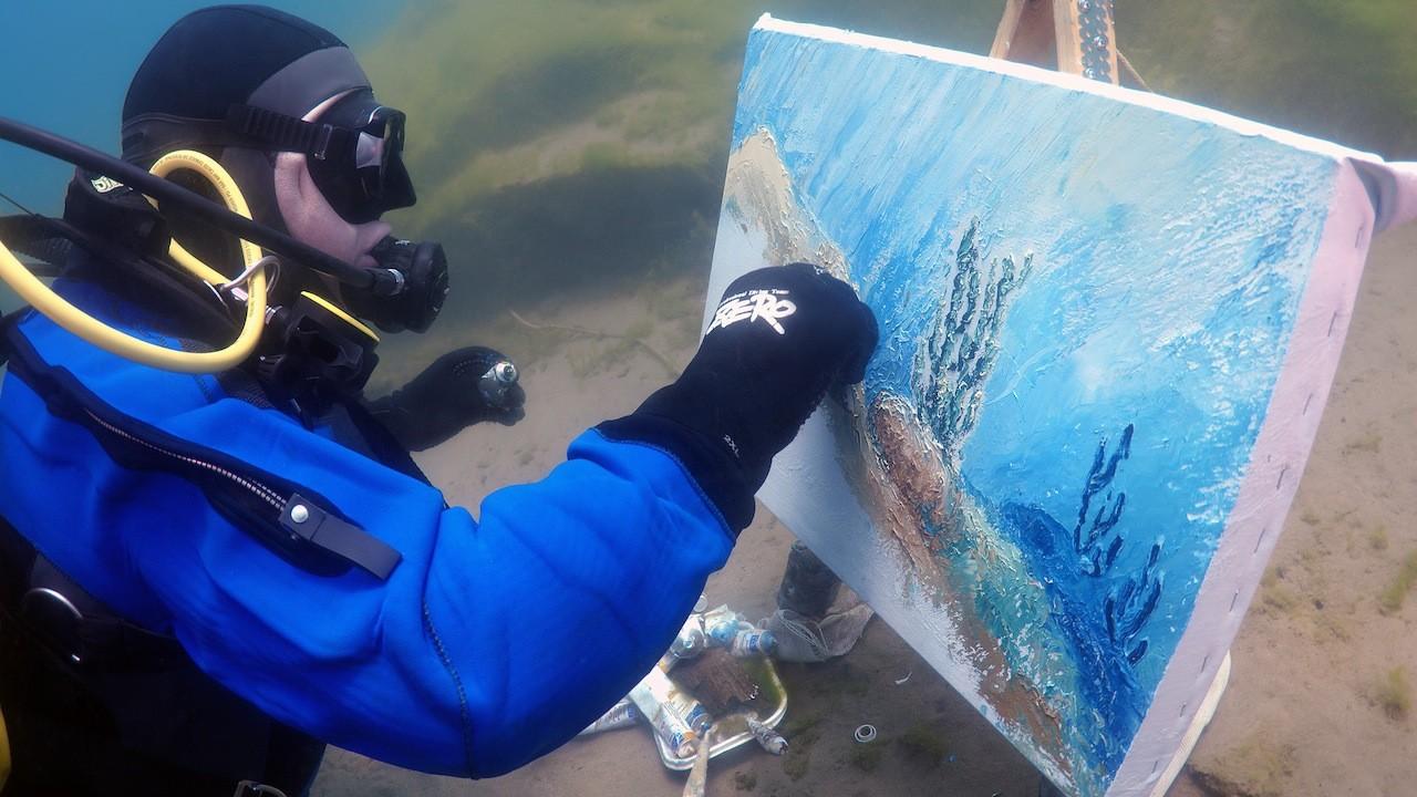 Рисующий… под водой