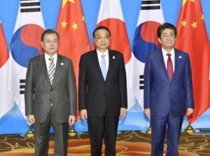 Ли Кэцян принял участие в восьмой встрече руководителей Китая, Японии и Республики Корея