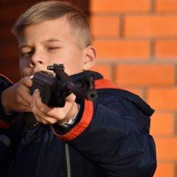 Подросток с ружьем